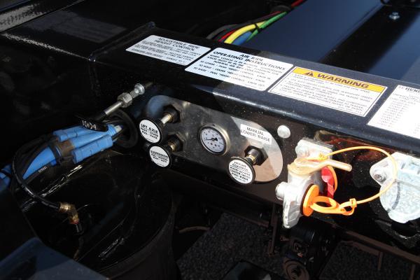 TrailKing TKHDG Hydraulic Detachable Gooseneck